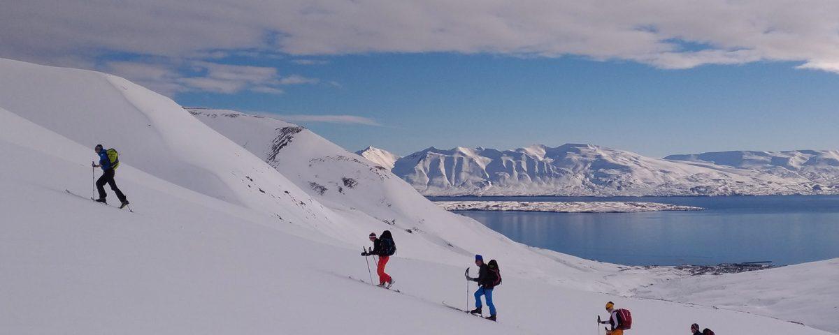 gruppo di scialpinismo in islanda